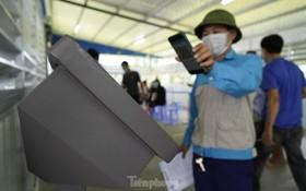 從昨(29)日起,廣寧省廣安市政府在白藤橋收費站新冠肺炎檢疫站試運行自動檢查站系統。(圖源:前鋒報)
