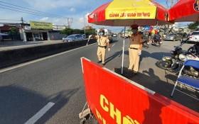 圖為13號國道上的一個檢查站。(圖源:孟和)