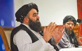 圖為穆塔基9月14日在喀布爾出席記者會的檔案照。(圖源:新華社)