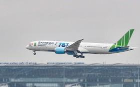 越竹航空的一架787夢想客機正在起飛。(圖源:D. Ngọc)