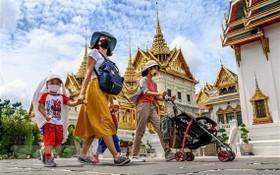 遊客在泰國參觀曼谷大皇宮。(圖源:AFP)