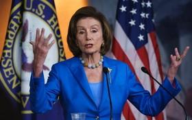 美國加州眾議院議長南希佩洛西當地時間10月12日在華盛頓國會大廈舉行的新聞發佈會上發表講話。(圖源:AP)