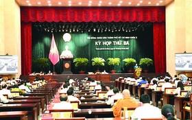 第十屆市人民議會第三次會議隆重開幕。