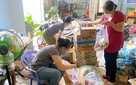 婦女會成員準備派送給遇困民眾的援助品。