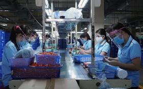 """本市新造工業區天龍集團按""""三就地""""模式恢復生產活動。"""