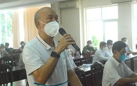 第七郡選民陳孟勇向本市國會代表團提問。
