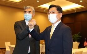 韓外交部韓半島和平交涉本部長魯圭悳(右)和美對朝特別代表星‧金。(圖源:韓聯社)