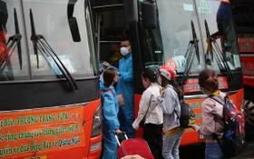 民眾從本市乘坐零元班車返回家鄉。(圖源:PLO)