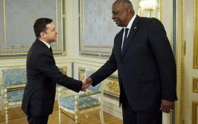 烏總統澤連斯基19日在基輔會見美國國防部長奧斯汀。(圖源:AFP)