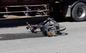 阮永康遭事故後遺留的摩托車。(圖片來源:勞動者報/G.Minh)
