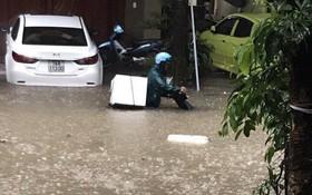 芒街市多處水淹(圖片來源:友越)