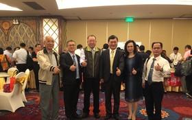 梁光中處長(右三)與台灣企業在交流會上合影。