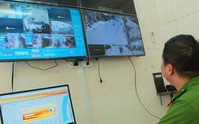 范伍老坊公安觀察在西人區攝像系統輸送來的錄像。