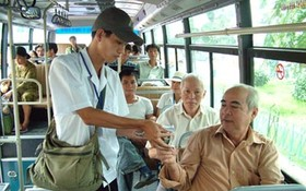 巴士乘務員不收取長者車票費。