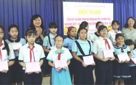 為了協助貧困越華學生克服困難,努力向學,第六郡婦女會昨(1)日上午在該會會場舉辦2018年阮氏明開助學金頒發儀式。