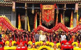 威龍龍獅團在關帝廟合照。