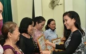 第五郡多位華人婦女獲表彰