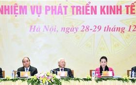 總書記、國家主席阮富仲,政府總理阮春福,國會主席阮氏金銀及各位政府副總理和各部委、地方領導出席會議。