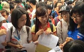 許多大中學生應徵春節臨時工。