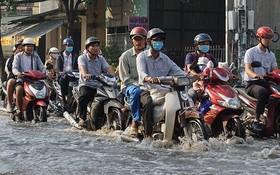 潮汛導致第七郡黃晉發街成澤國。