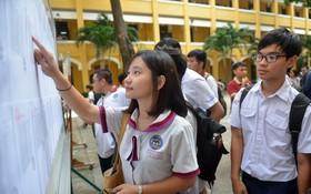 學生查看考試結果。