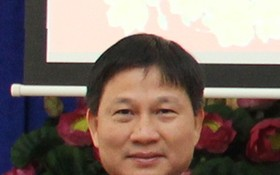 市海關局黨委常務委員、副局長范國雄