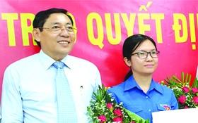 華人幹部王青柳昨(31)日獲市委常務處頒授調任《決定》,指定參加2015-2020年任期第六郡黨部執委會委員。