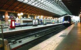 法國巴黎,當地鐵路公司員工組織罷工活動,車站空蕩蕩。