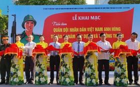 越南人民軍建設與成長圖片展