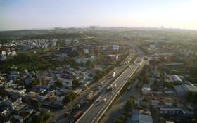平陽省苡安市新萬高架橋(毗鄰本市第九郡)是環市三路幹線中的重要交通樞紐。