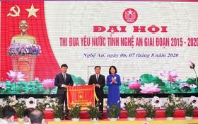 國家副主席、中央競賽-獎勵委員會第一副主席鄧氏玉盛。