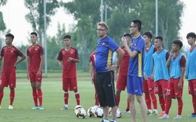 U19隊主教練菲利普‧特魯西埃師徒的一場訓練。
