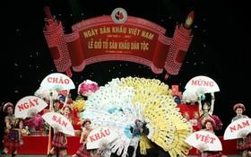 越南舞台藝人協會昨(25)日在河內市大劇院舉行民族舞台業祭祖儀式。