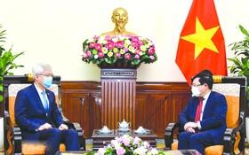 政府副總理、外交部長范平明 會見韓國外交部副部長李泰浩。