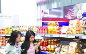 客戶正選購商品。