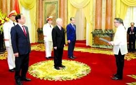 總書記、國家主席阮富仲接受菲律賓大使國書。