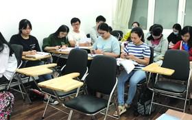 學員在SHZ第五郡阮廌分校新址上課。