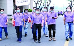 參與徒步活動人士遵守市衛生廳頒行保持距離的規定。
