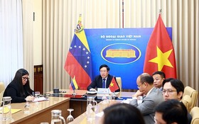 政府副總理、外交部長范平明與委內瑞拉玻利瓦爾共和國外交部長豪爾赫‧阿雷亞薩舉行視像會議。