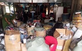 在搜查過程中,公安力量查獲1140多件產品以及無發票和憑證的逾1.3噸外產商品。