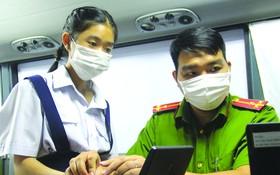 公安為滿14歲青少年辦理芯片公民身份證。