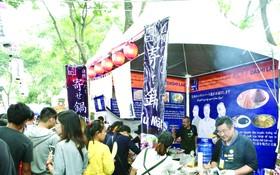 """越日盛會於本月17至18日在第一郡""""九‧二三""""公園舉辦,設有100多個展位,共有75個參展單位,分為兩個區域:商貿、美食展位區與舞台區◆"""