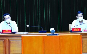 市委書記阮文年與市委常務副書記潘文邁出席會議。