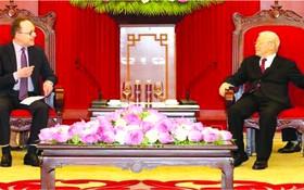 黨中央總書記阮富仲接見俄羅斯聯邦駐越南特命全權大使根納季‧貝茲德科。