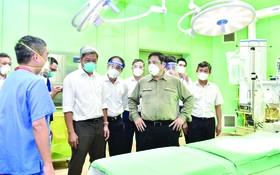 政府總理范明政檢查平陽野戰醫院。