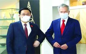 越南國會主席王廷惠與芬蘭共和國總統尼尼斯托合影。