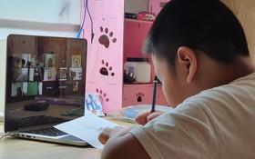 小朋友線上學習。