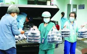 從今年9月25起至10月底止,每週一、週二上午6時向阮知方醫院一線醫護人員和新冠患者提供營養的早餐。