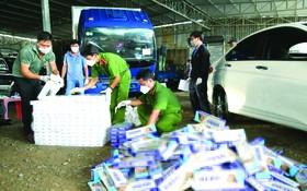 據滀臻省公安昨(8)日表示,該單位剛人贓並獲胡文槤(36歲,寓居隆安省德和縣)與黎賢功(52歲,寓居滀臻省滀臻市)非法運送、販賣逾1萬1000包走私外國香煙。