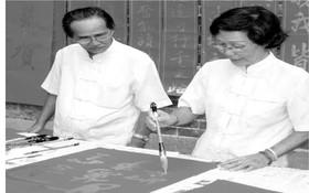 易映娥書畫家在慈善揮春活動上揮毫。